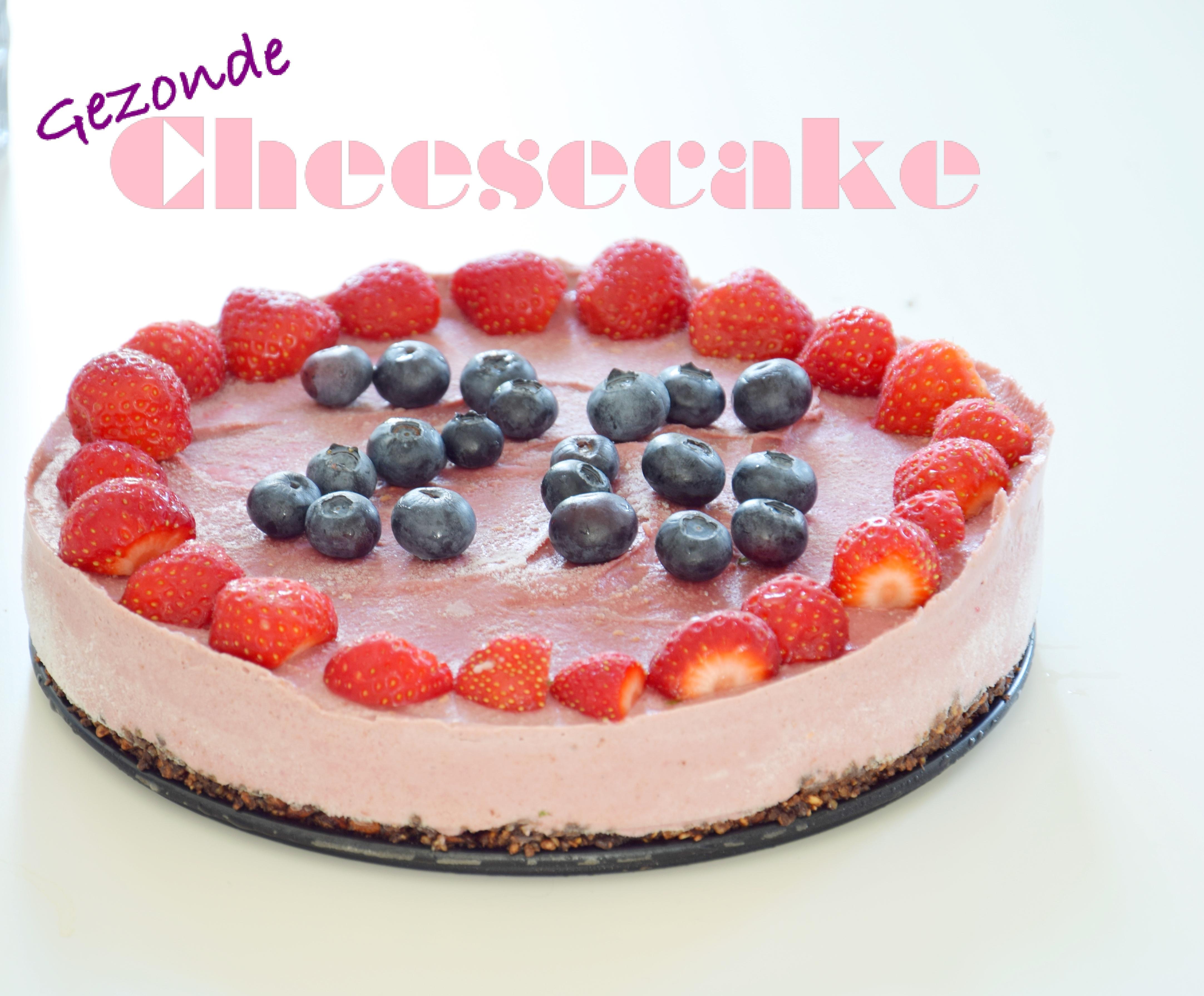 Gezonde cheesecake met aardbei en framboos